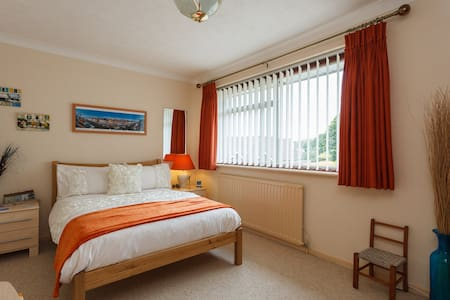Two lovely rooms available Poole - Poole
