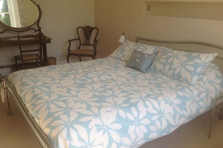 Lovely spacious B&B with ensuite