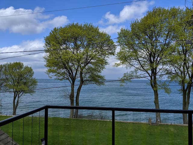 4000sqft+ Waterfront Home with a view!