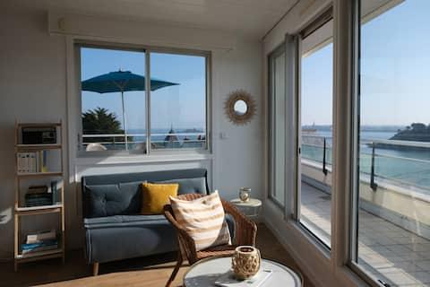 Grand studio plein centre, vue panoramique sur mer