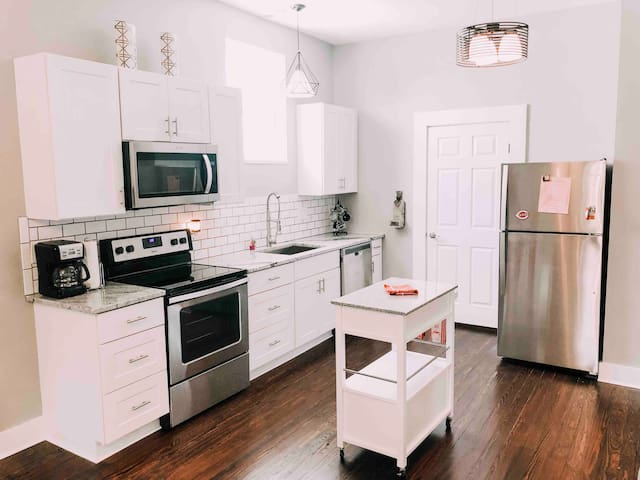 R Creation* 2BR  Retreat* 5 Minutes to Cincinnati*