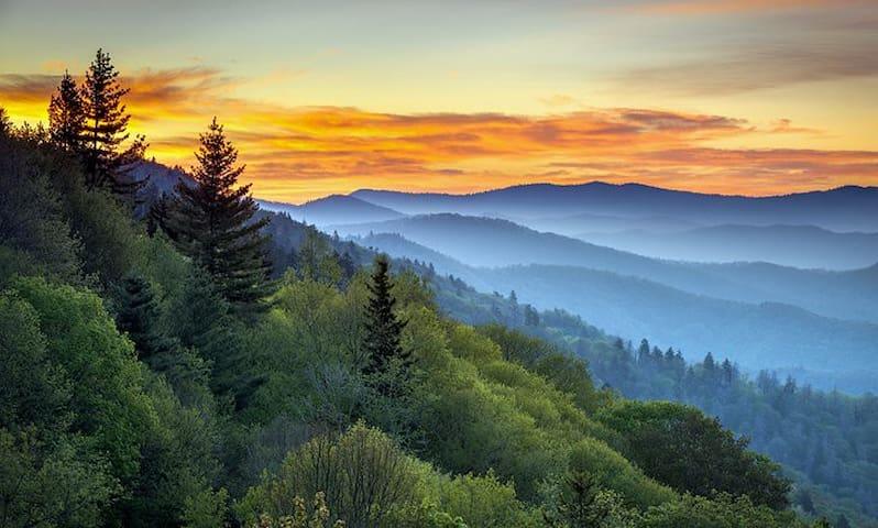 Gatlinburg Smoky Mountains Condo 10/5 to 10/12