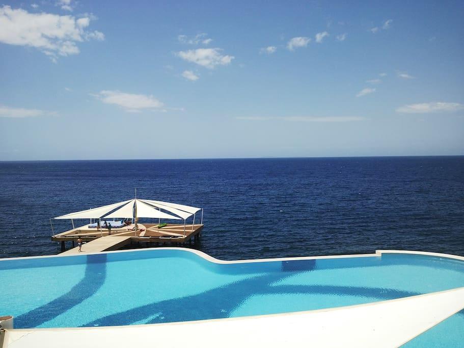 Denize sıfır havuzbaşı evimize ait manzara