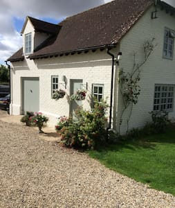 Duck Cottage B&B 2 bedroom self catering cottage - Wiltshire