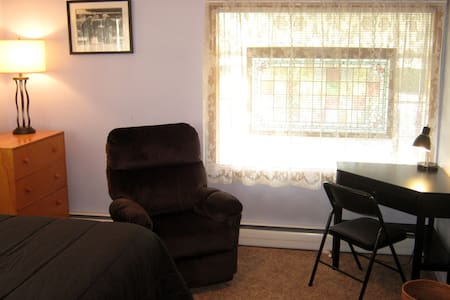 Quiet Room Near Bike Path & Dwntwn - Spokane - House