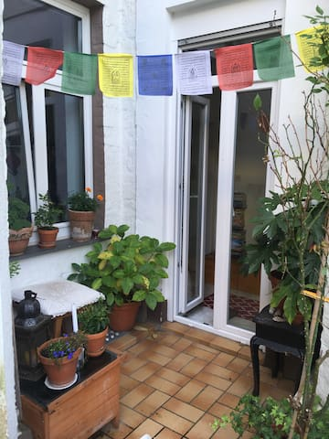 Cosy little apartment with lovely  garden