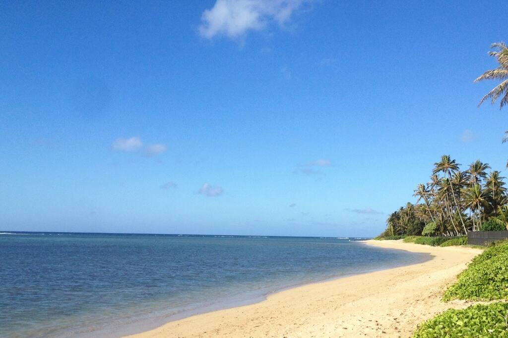 Beautiful Kahala beach one-block away