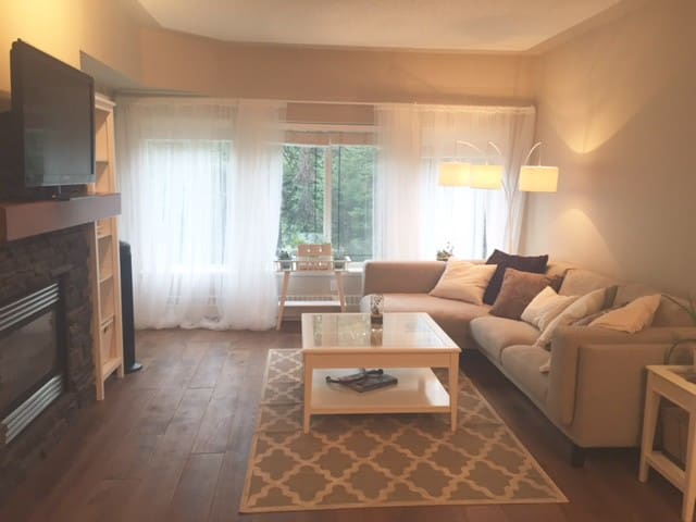 Cozy 1 bedroom condo in the woods! - Calgary - Lejlighed