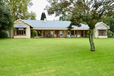 Birdhaven Farmhouse/Villa - sleeps 6-8 people