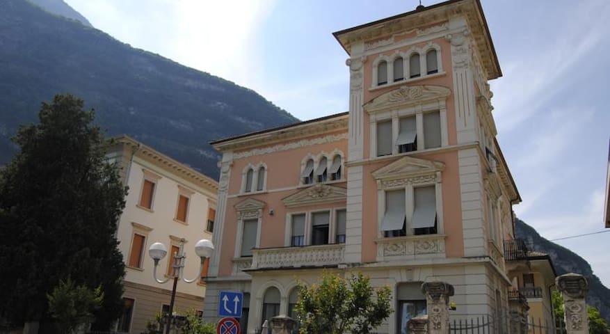 Camera doppia in Villa Favorita - Mezzolombardo  - Szoba reggelivel