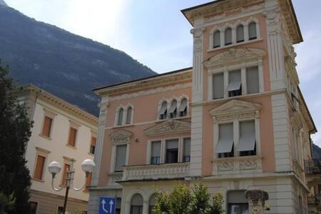 Camera doppia in Villa Favorita - Mezzolombardo  - Bed & Breakfast