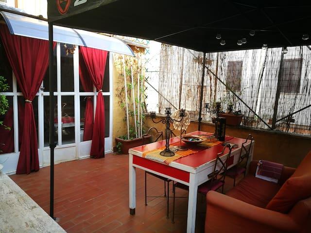casa  d arte con terrazzo nel cuore di Roma