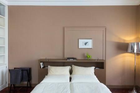 Camera in prestigiosa Villa liberty - Mezzolombardo - 家庭式旅館