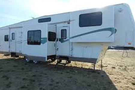 RV Living on the Farm! - Suffolk - Camper/RV