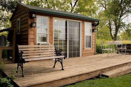 Cozy Lakeside Cottage
