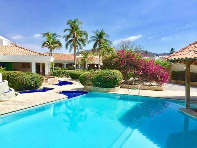 La Cabaña Villa Anabella - Rodadero con mayordomo