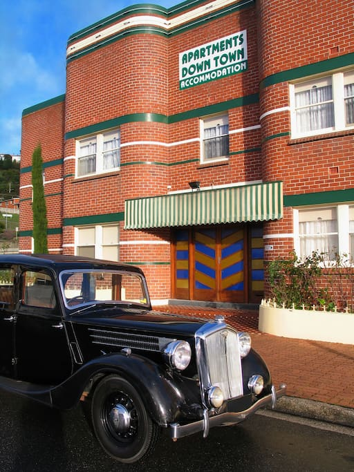 Bella the 1948 Wolseley arriving home at Apartments Down Town!