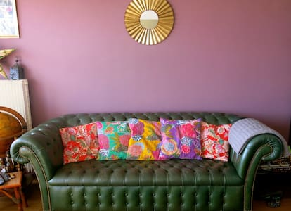 Cosy budget Paris stay with breakfast - Byt