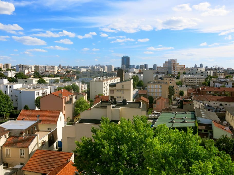 View of Paris and Aubervilliers from our top-floor apartment! Vue dégagée de Paris et Aubervilliers depuis le dernier étage!