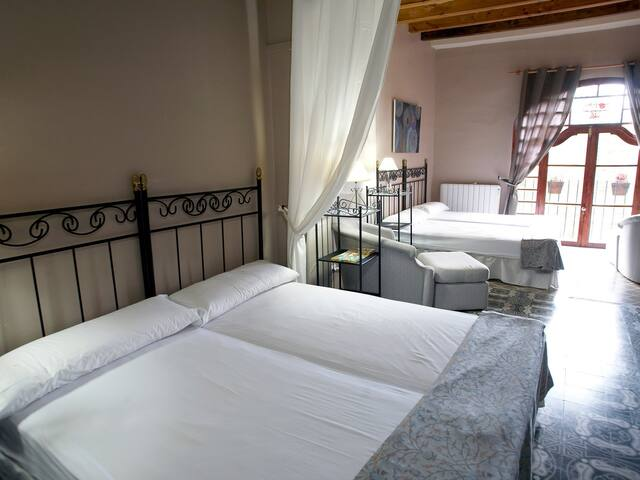 cal bardolet hostal - BORREDA (El Bergueda) - 家庭式旅館