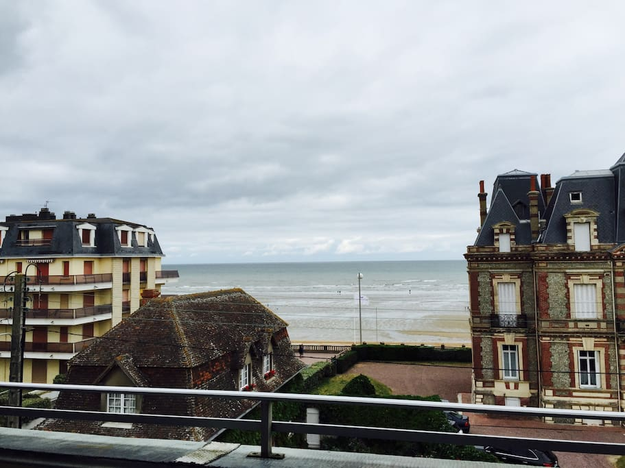 beau 2 pi ces vue sur mer apartments for rent in cabourg basse normandie france. Black Bedroom Furniture Sets. Home Design Ideas