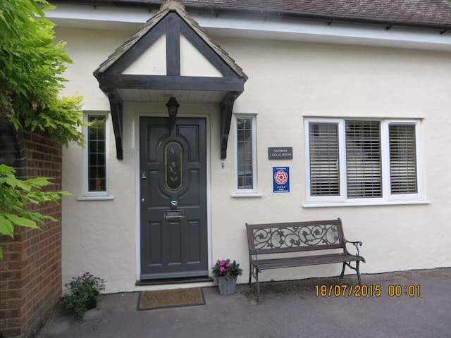 Town 3 Bed/Bathroom House & Parking - Saffron Walden - House