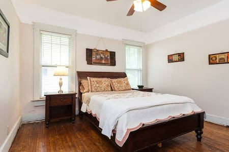 Comfortable Bedroom(R) - East Nashville - Nashville