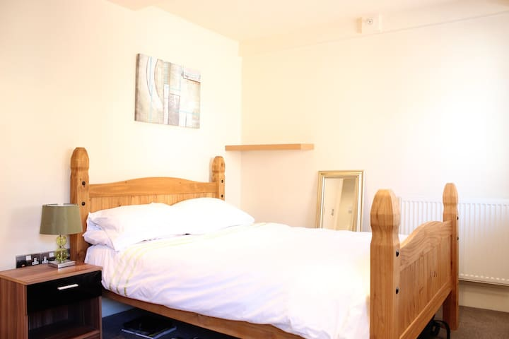 Modern & cosy apartment off Winckley Square