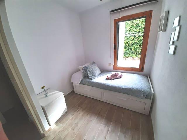 Habitación diván, cama individual  extensible a cama de matrimonio