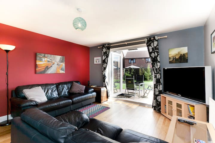 Quiet, whole house end cul-de-sac, near bus, tram. - Hucknall - Casa