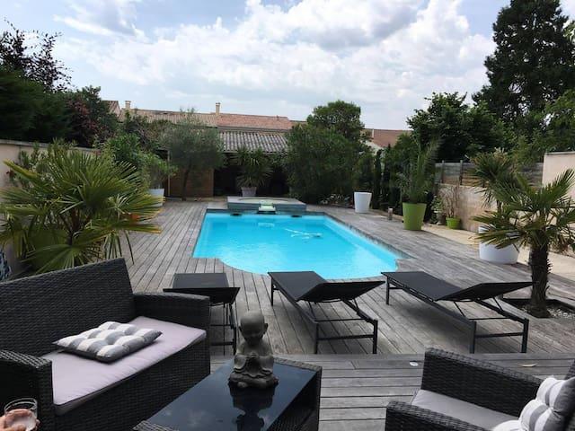 Logement à Bordeaux avec accès piscine