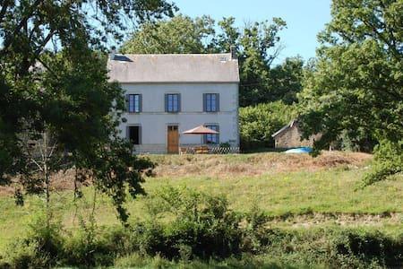 Cottage Lacot, Auvergne - Espinasse - Casa