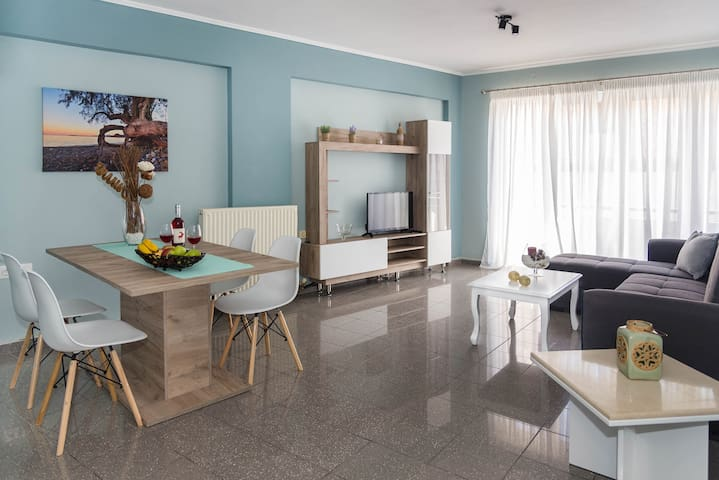 [NEW] Modern downtown apartment, 5min from beach
