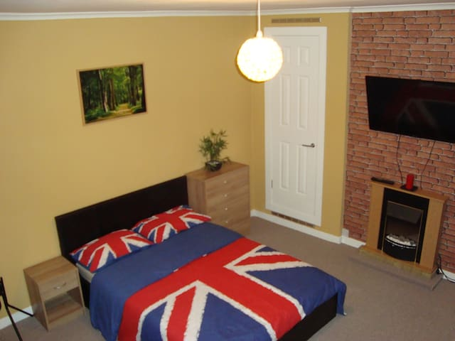 Double Room / 7 min from Glasgow Airport (Paisley) - Пейсли - Дом