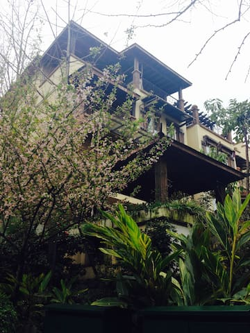 山脚下的家园(共三间,三楼两间和一楼一间,可预定其中两间) - Chongqing - Villa