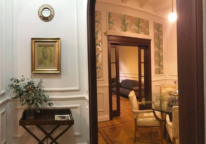 Stylish apartment in historic building!