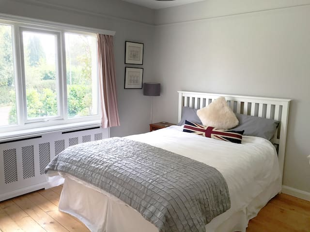 Light & airy Double room in Crowborough - Crowborough - Casa