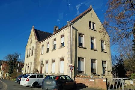 alte SCHULE Schmerlenbach 1903 Wohnung 60m²