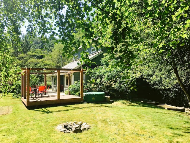 Sunny Farm Cottage with luxurious Steam Shower!