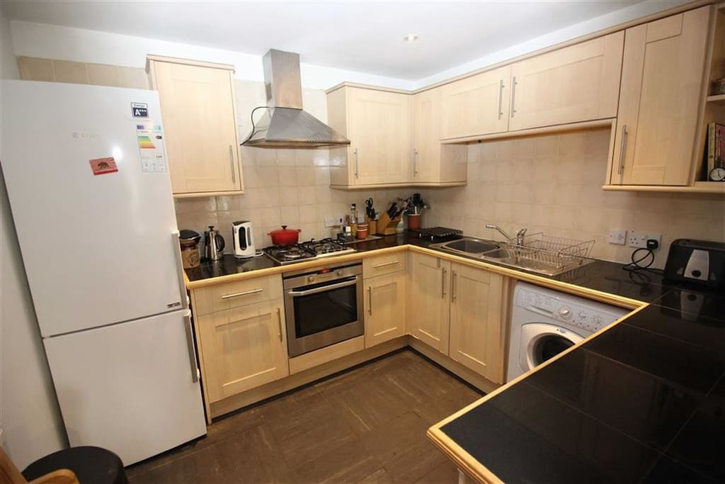 Convenient fully equipped kitchen with tea, coffee, mild, breakfast and cooking basics provided.