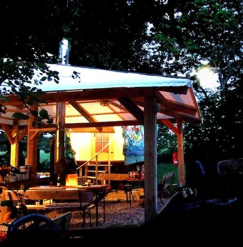Planwagen  Zelten anders definiert > Naturnah - Carinerland - Tent