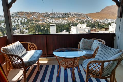 Family Flat with seaview & freshness of the valley