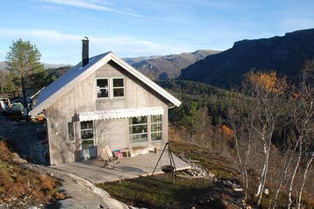 Panoramic mountain cabin - Odda