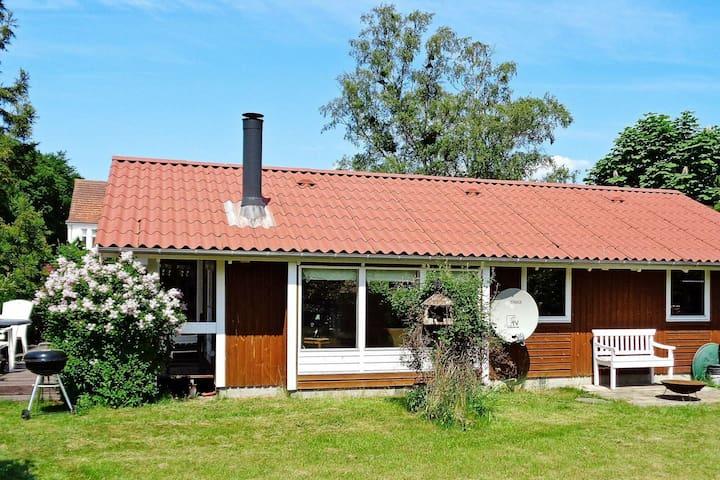 Maison de vacances confortable à Stubbekobing avec piscine