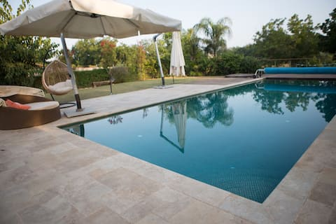 Beautiful estate with pool whirlpool and BBQ sunny
