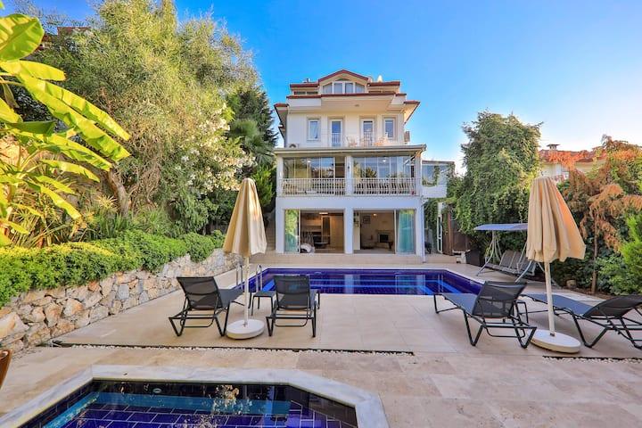 5 * Luxus Villa beheiztePool BBQ Wifi Sauna Hamam