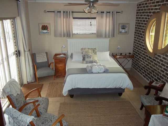 Gerson - Lovely Self Catering Unit in Garsfontein