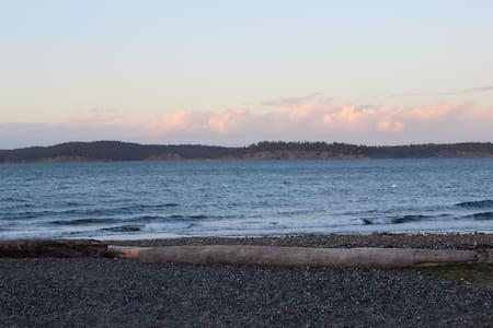 North Beach Cozy Retreat - Eastsound