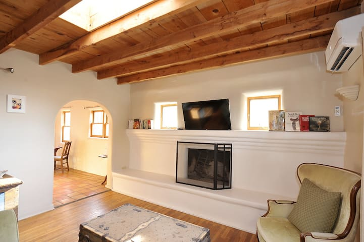 Super private clean Adobe home near Santa Fe Plaza