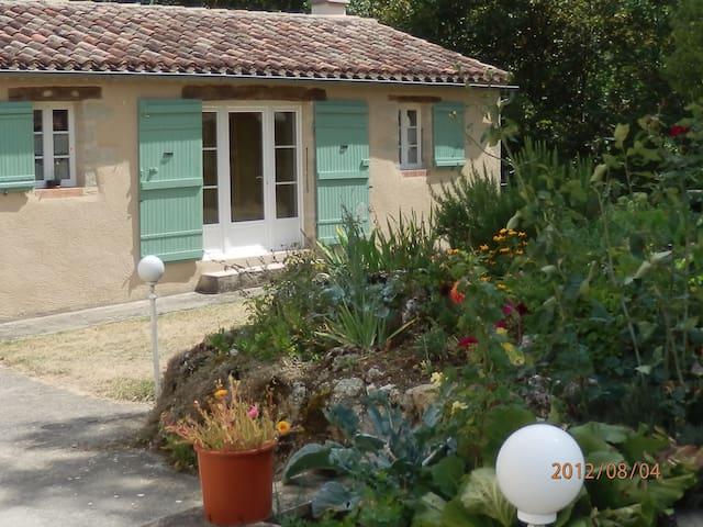 Gîte bien agréable dans la campagne Gersoise - L'Isle-Bouzon - House